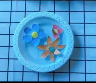 Thí nghiệm: Hoa giấy nở trong nước ( Bé Xuân Đức - Lớp Búp non)