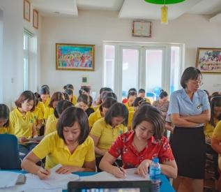 Trường MN Tuổi Thần Tiên trân trọng cảm ơn: Chuyên viên - Thạc sĩ Nguyễn Thu Hà Phòng y tế Quận Hà Đông đã có những chia sẻ, hướng dẫn về kiến thức vệ sinh an toàn thực phẩm cho 100% cán bộ, giáo viên, nhân viên trong nhà trường.