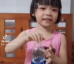 Bài tập rót nước (Bé Bánh Bao - Lớp D1)