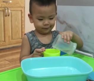 Bài tập kỹ năng :Chuyển nước bằng cốc ( Minh Đăng - lớp Tree)